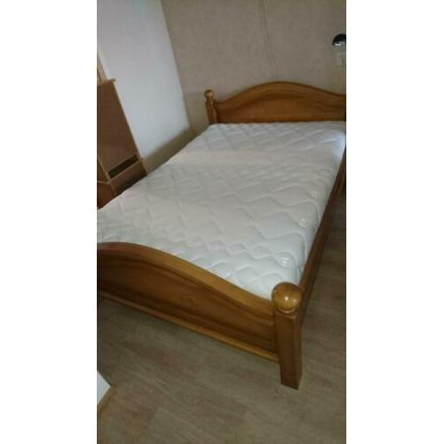 Bed massief blank eiken bed met een super matras